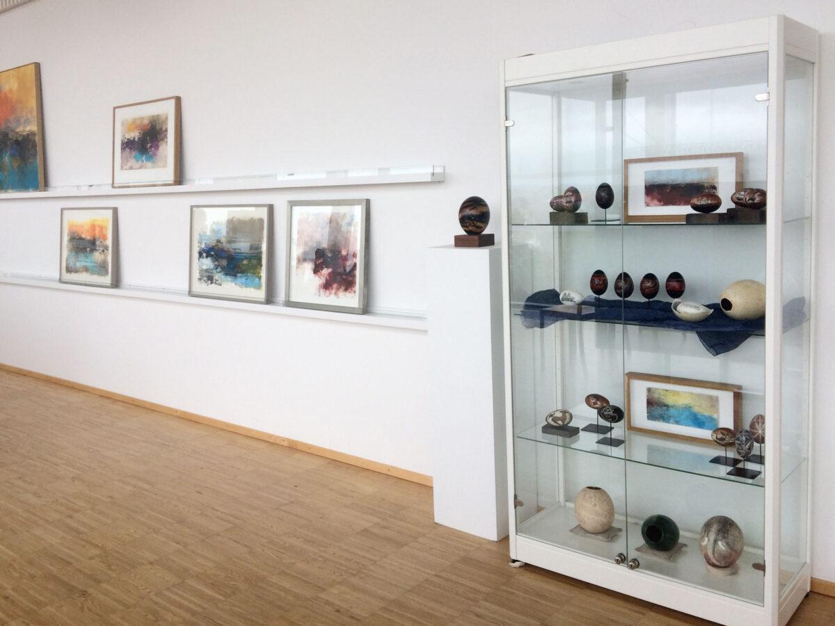 Utställning på Kristianstad Rådhus med ristade ägg av Maria Lancing