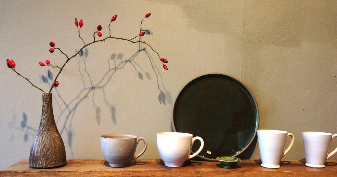 Handgjort keramik hos Galleri Lancing i Skillinge av keramiker Lotta Zerrander.